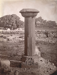 Close view of the pillar in front of the Mahadeva Temple, Baijnath, Shahabad District.